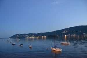 Blu - blaue Stunde am See