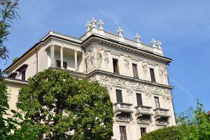 Palazzo vor himmelblau - celeste