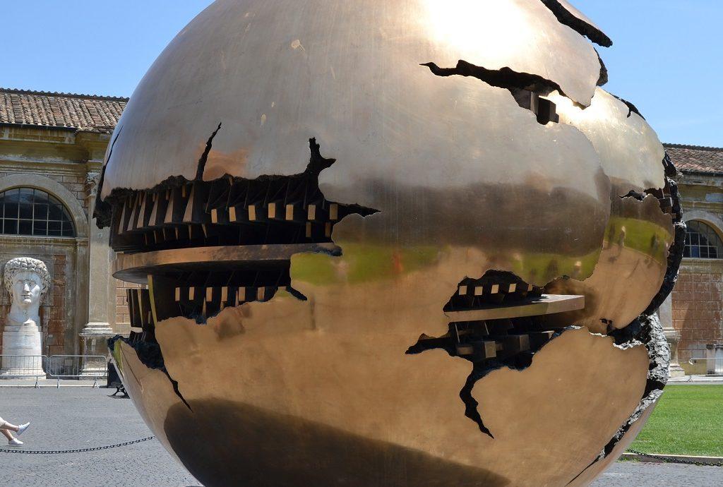 Skulptur Sfera con sfera Arnaldo Pomodoro Musei Vaticani