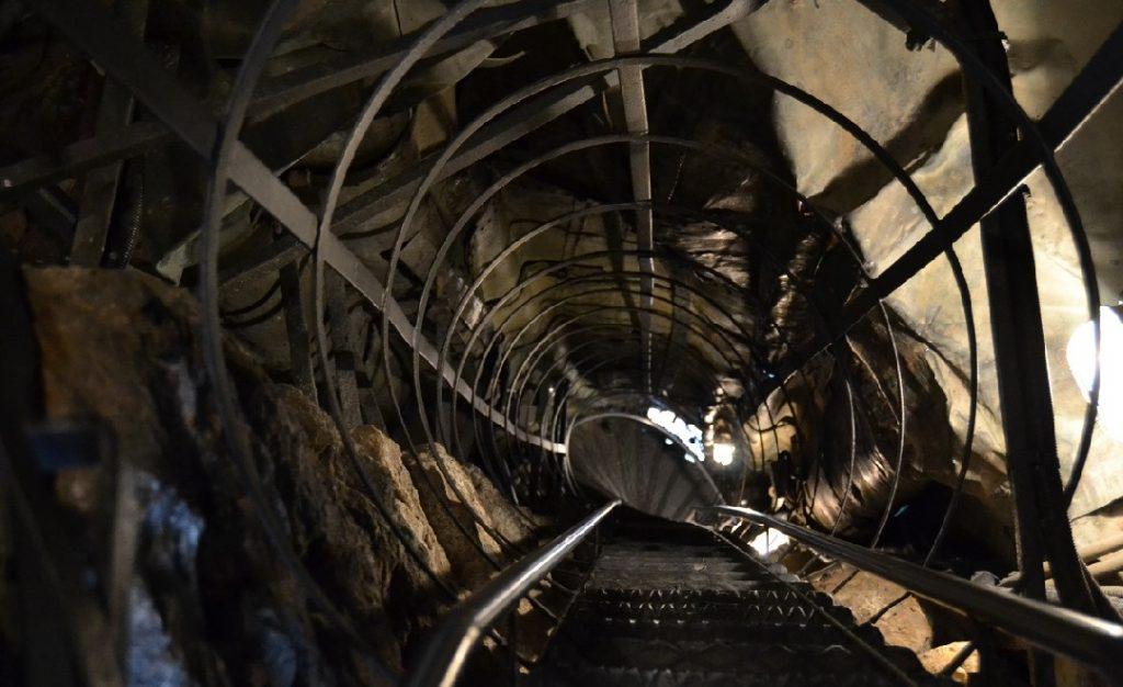 Treppe im Inneren des Standbilds Carlo Borromeo