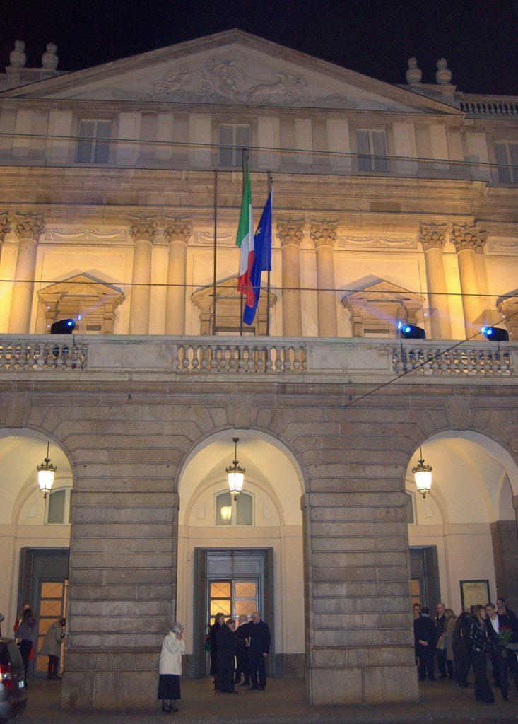 Vor der Scala