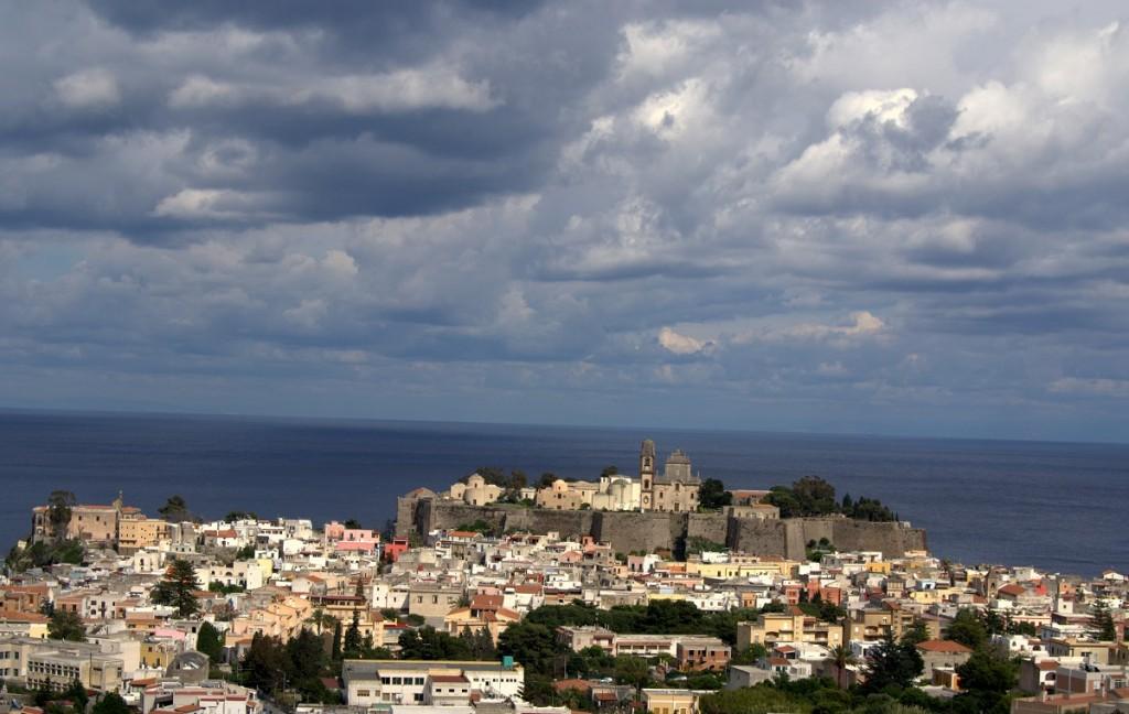 Lipari Stadt bei stürmischem Wetter