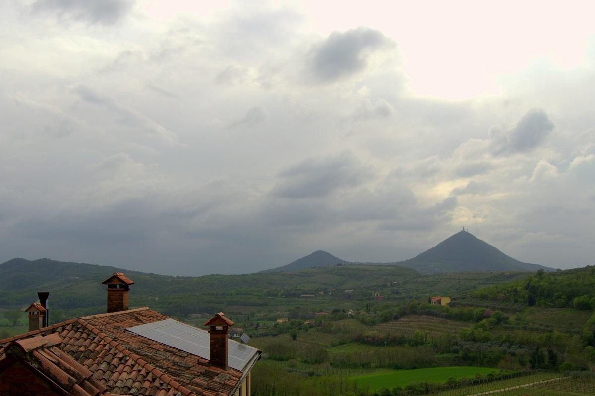 Blick auf Hügel