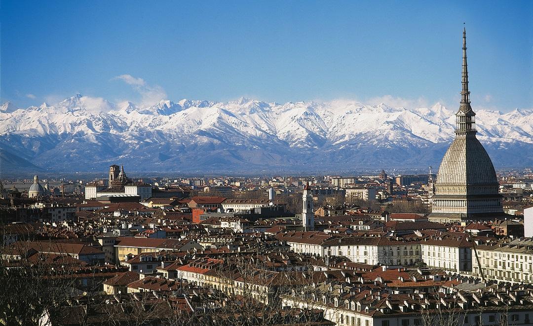 Blick auf Turin und Alpen