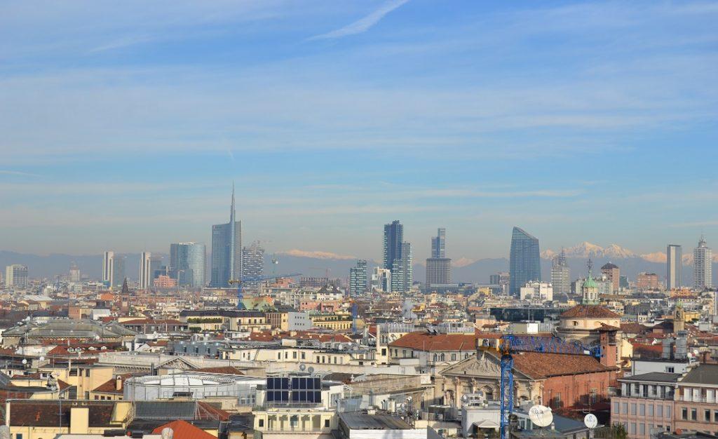 Mailand Skyline mit Alpenblick