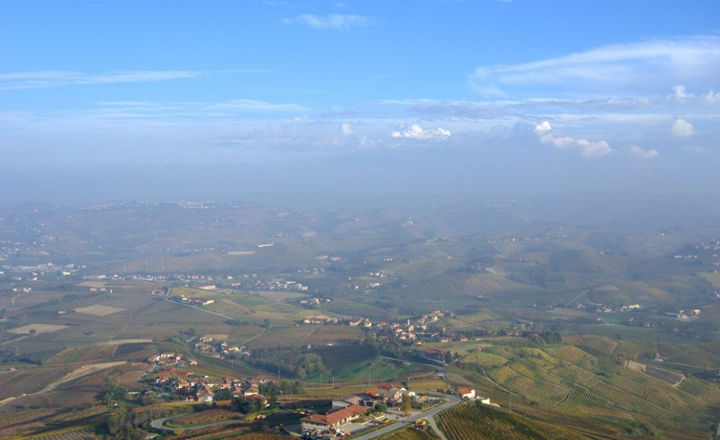 Blick von La Morra auf die Hügel der Langhe
