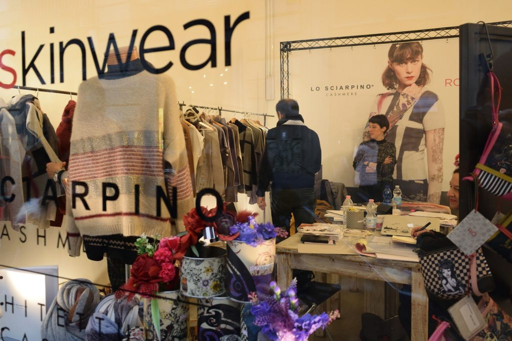 Pop-up Showroom während der Fashion Bites Tortona . Mailand Februar 2018